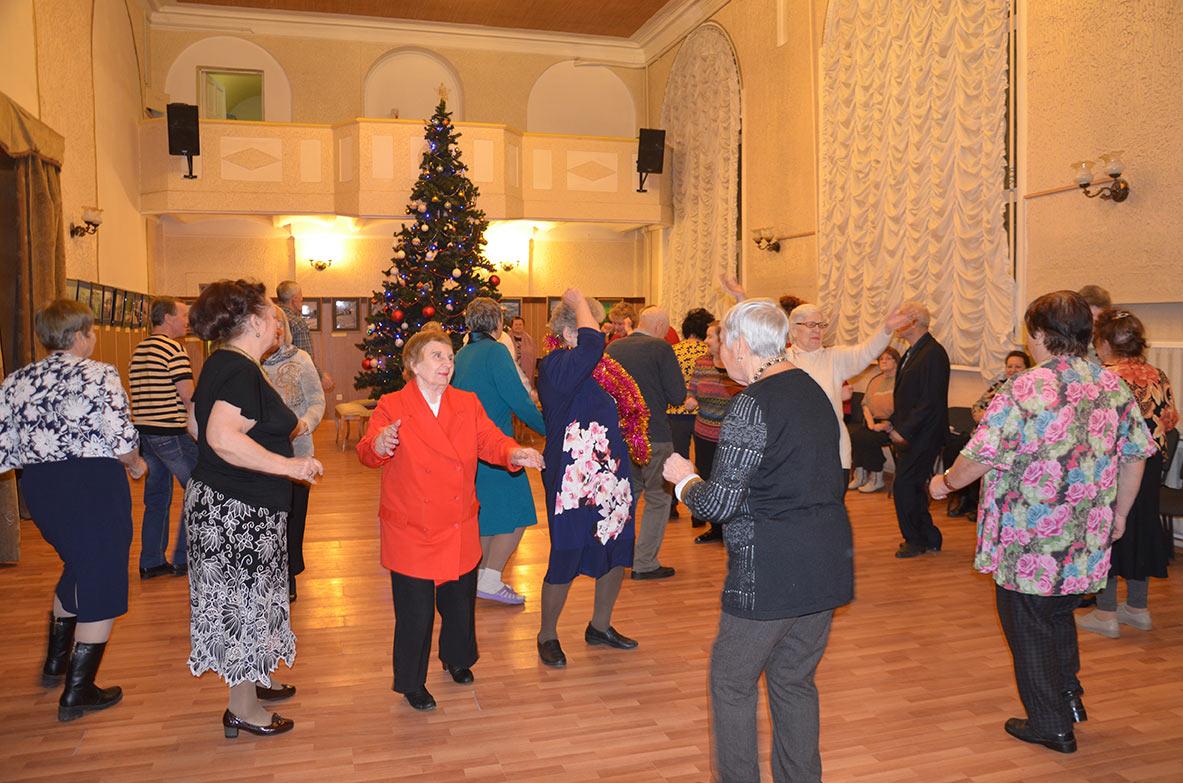 Танцы для пожилых в Центре культуры и искусств им. Л.Н. Кекушева
