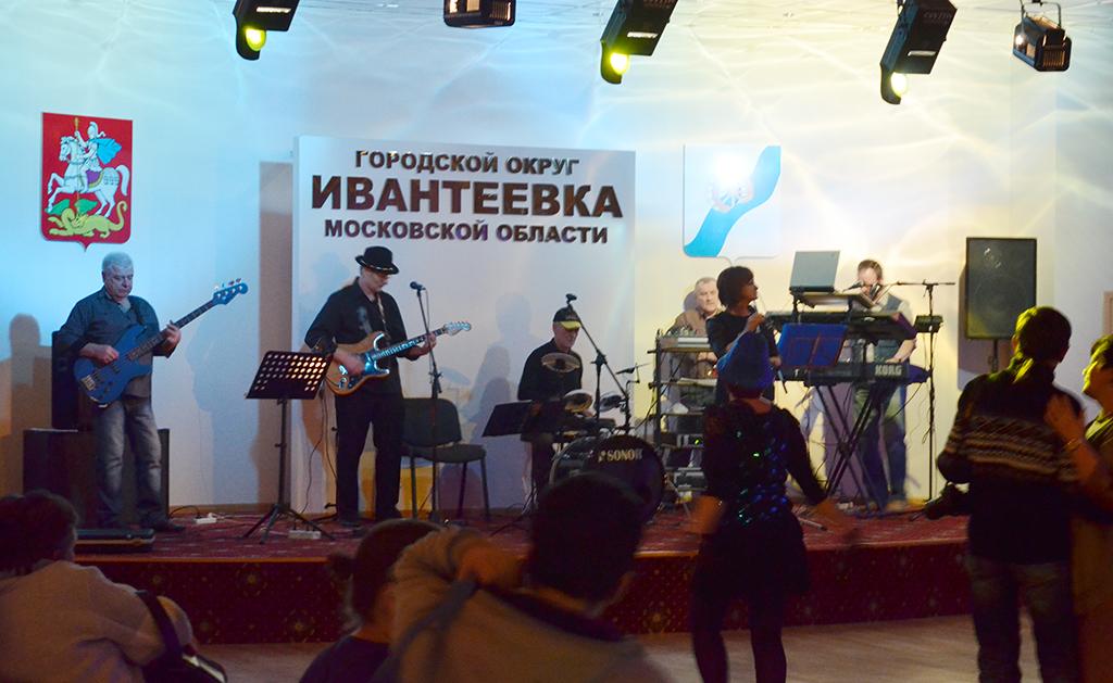«Танцы в стиле 80-х» и группа «Слухи» в филиале ЦКиИ им. Л.Н. Кекушева — ДК «Юбилейный»