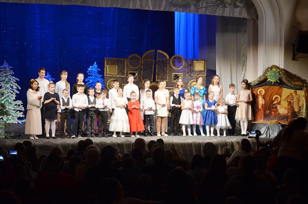 В ЦКиИ им. Л.Н. Кекушева прошла Рождественская ёлка Смоленского храма
