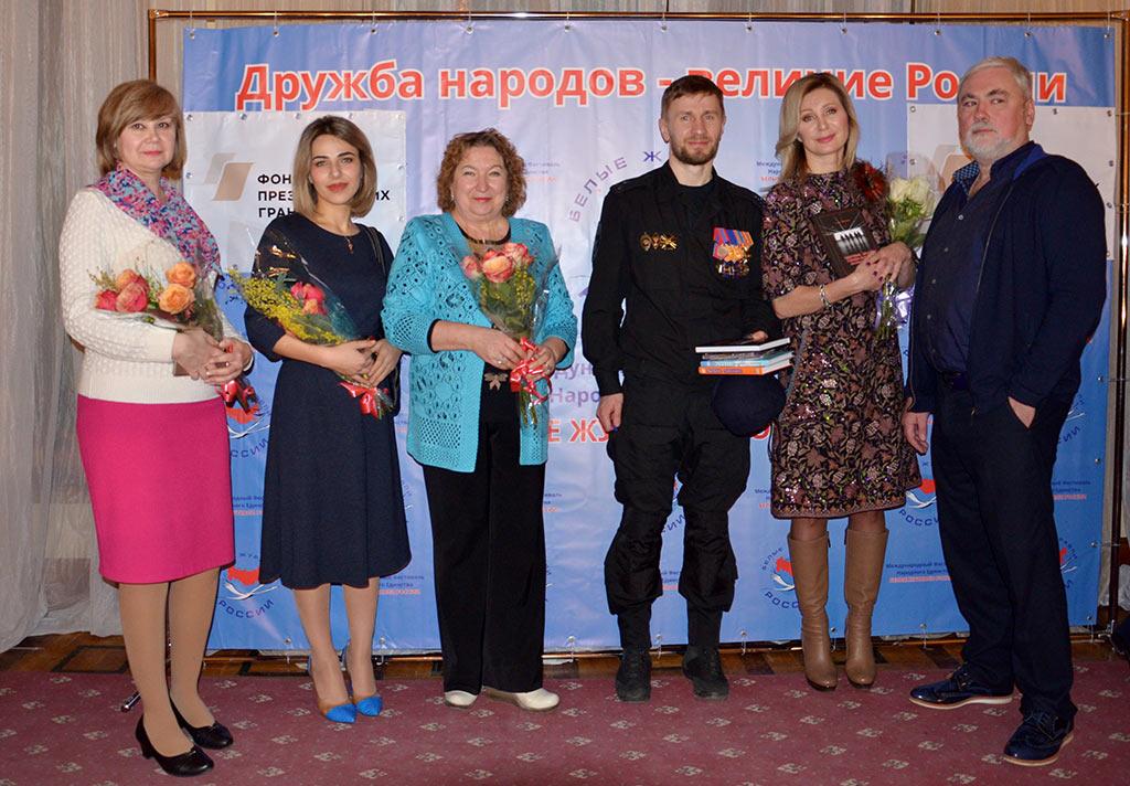 Руководитель ТО «Объектив и природа» Татьяна Бардина удостоилась награды за представленную фотовыставку на фестивале «Белые журавли России»